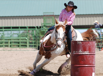 young-girl-barrel-racing-turning-corner-fast-on-horse